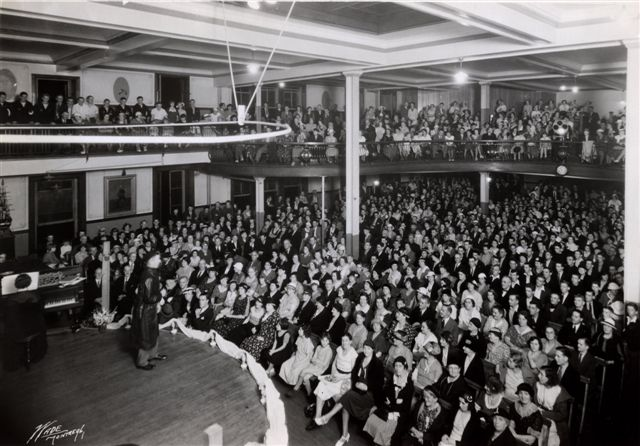 A concert at the Montreal Sailors' Institute during World War 2.