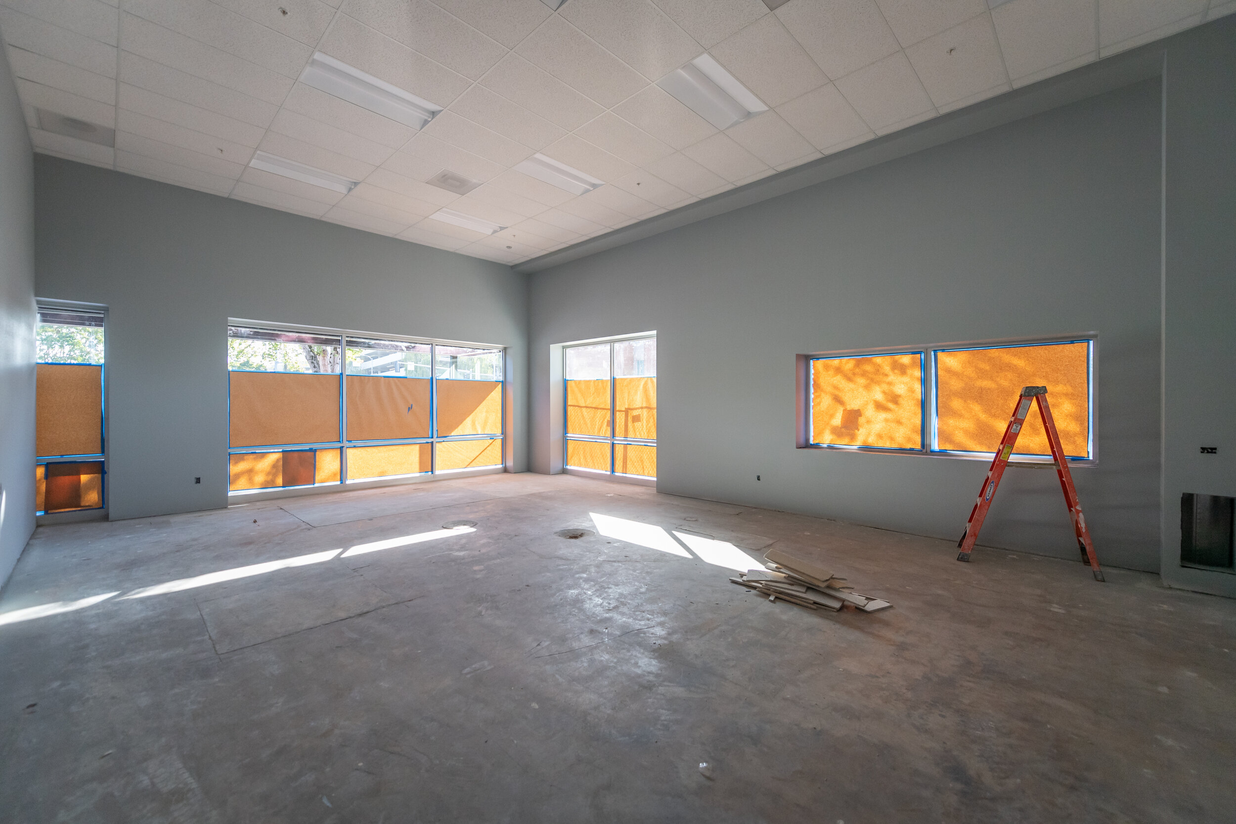 8STEM room - notice great store front windows for all that natural light on the south and west of the building