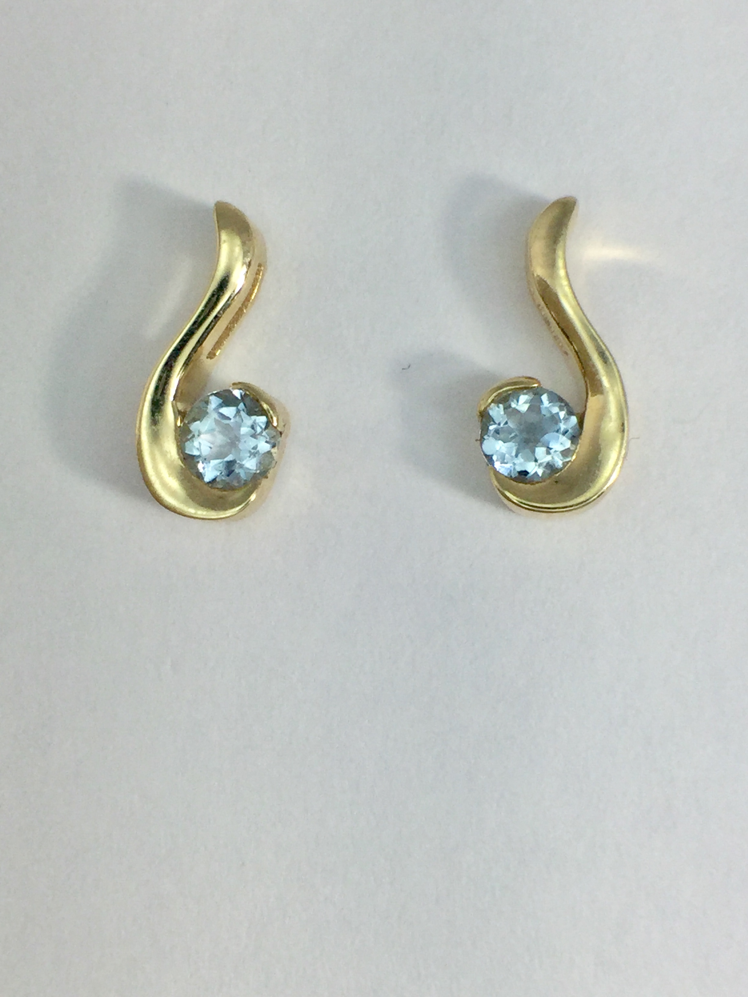 14k Yellow Gold Moonglow Earrings with Aquamarine
