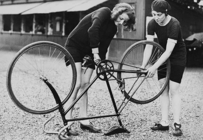 vintage_women_bike_mechanics.jpg