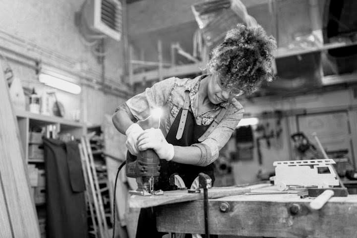 womanwoodworker.jpg