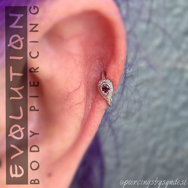 Syndesi performed this elegant helix piercing with a white gold and pink tourmaline Nanda Pear from Body Vision Los Angeles.  Syndesi is in the studio Tuesdays, Wednesdays, Thursdays, and Saturdays from 11am to 9pm taking walk-ins as time permits between appointments. You can skip the line when you book online at www.evolutionpiercing.com.  #helixpiercing #piercing #piercings #gold #whitegold #qualitybodyjewelry #bvla #bodyvision #tourmaline #evolutionbodypiercing #burque #nmpride