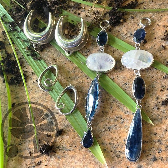 We have a rather nice selection of hangers from @diabloorganics right now, all of which can be worn on varying sizes of coils or hooks. Pictured here are just a few, starting with white #moonstone and #kyanite in #silver, followed by #apatite and #fossil #ammonite in #brass and lastly #blackagate and #labradorite in brass. #evolutionpiercing #albuquerquesfinest #earweights #diabloorganics #505 #nmtrue #settingahigherstandard #safepiercing #appmember