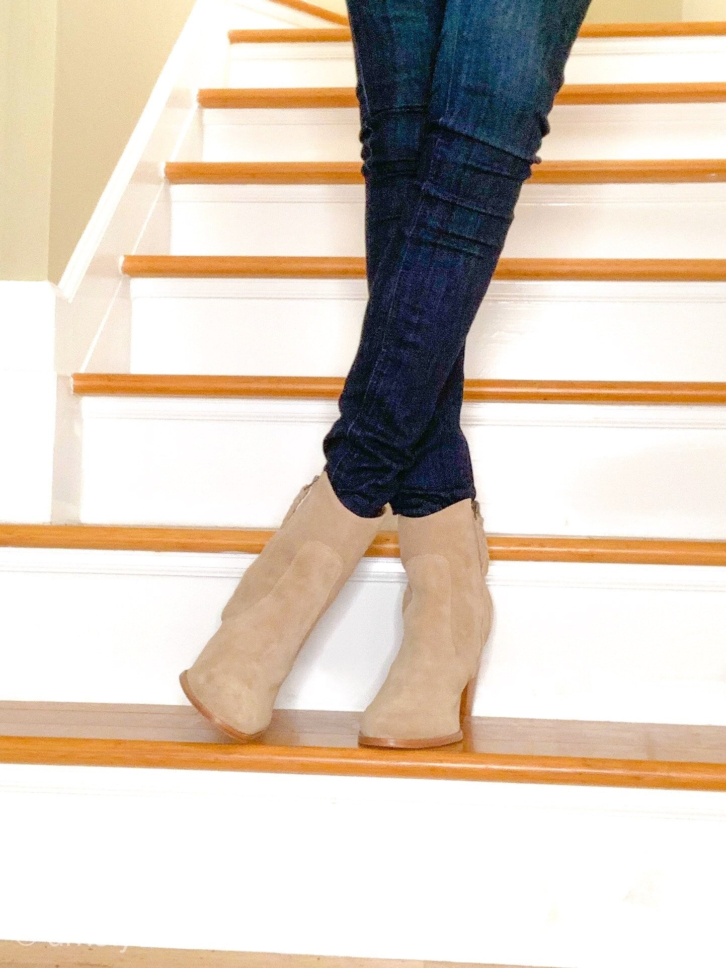 ankle boots and skinny jeans 2-min.jpg