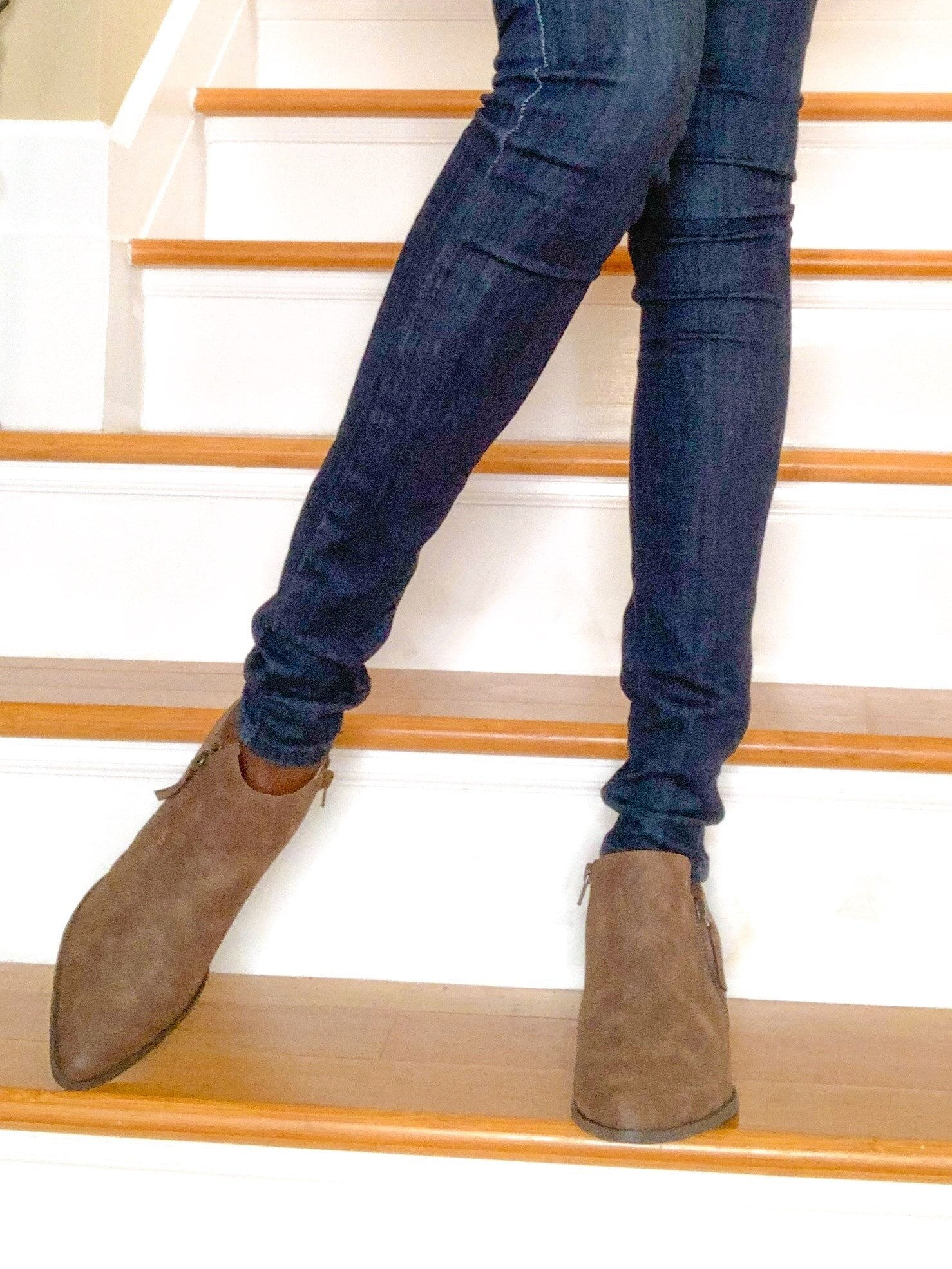 cowboy boots and skinny jeans-min.jpg
