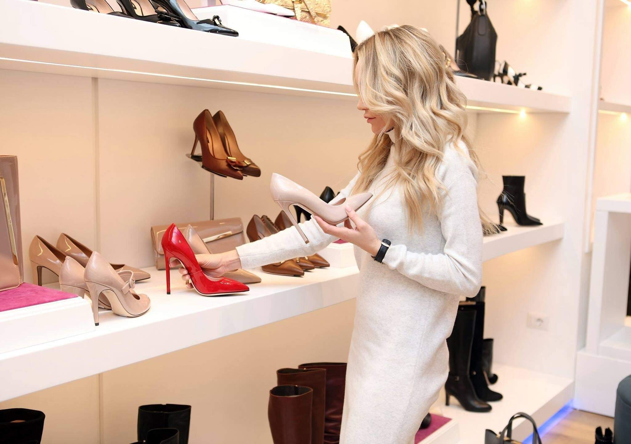 Pear shape woman shopping for pointy toe pumps to flatter her pear body.