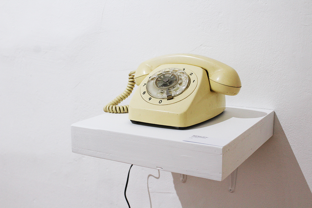 Emma Hearnes,  Is anybody there? , rotary telephone, 25x23cm