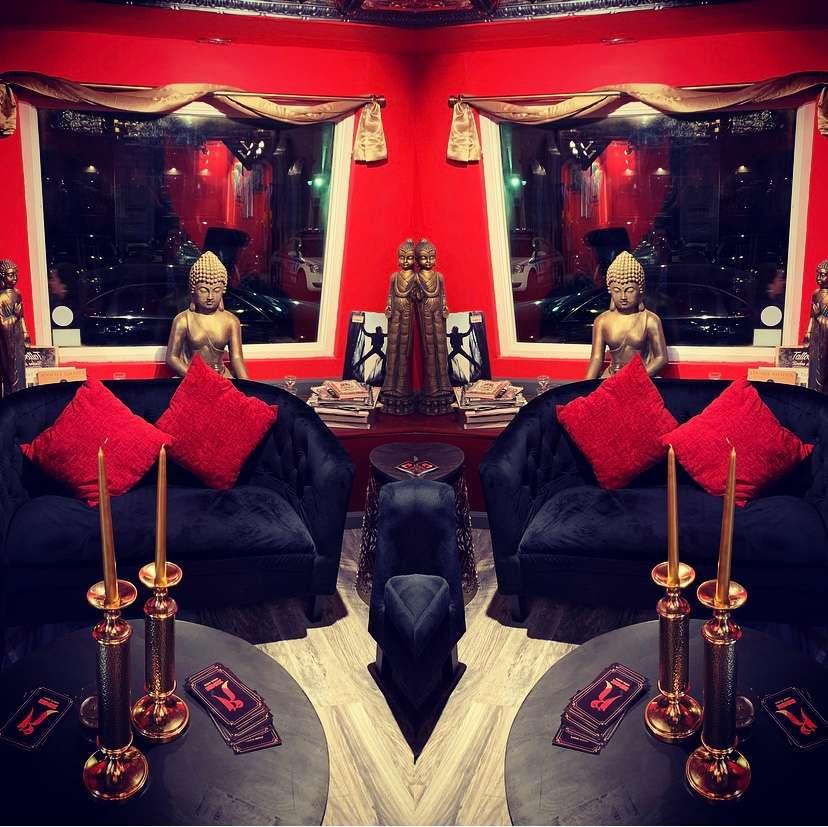 Redink tattoo studio room