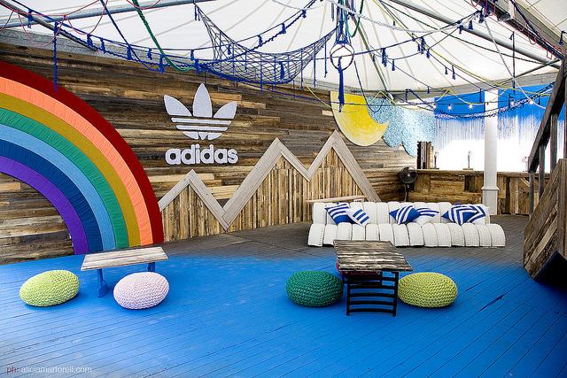Stand Adidas para festival Sonar (Barcelona) Diseño: Sonia Soms. Macramé, tricot, ganchillo y mucho más! Hecho con Elisa Riera, Nuria Picos y la ayuda de Didac Bono y Ailsa Cavers.