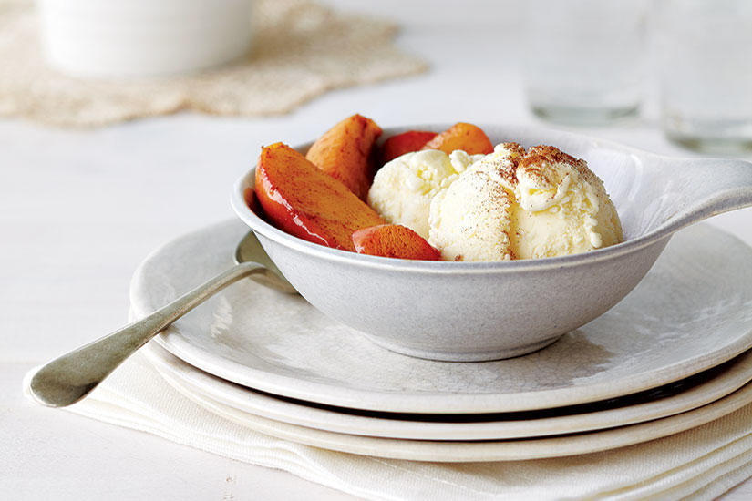 Style at home | RECIPE: HOT CARAMELIZED APPLES WITH VANILLA BEAN ICE CREAM
