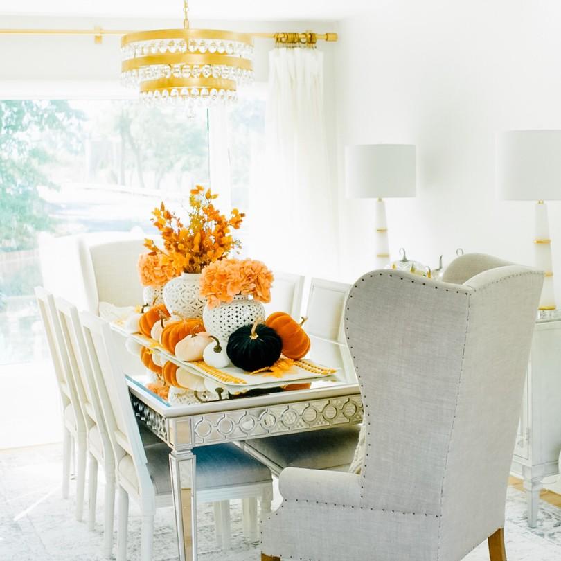 Perla 5 Light Antique Gold Chandelier    Room Design: @dreamingbeautydecor