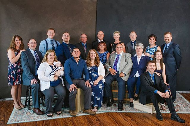 With all the senior sessions I've been editing it's a nice break to have a big group shot included.  Photography by the wonderful @kellykesterphotography  #photoretouching #photoeditor #photoretoucher #trueeditsretouching