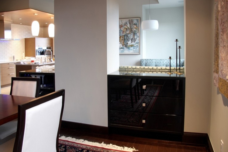 Dining Room : kitchen in background.