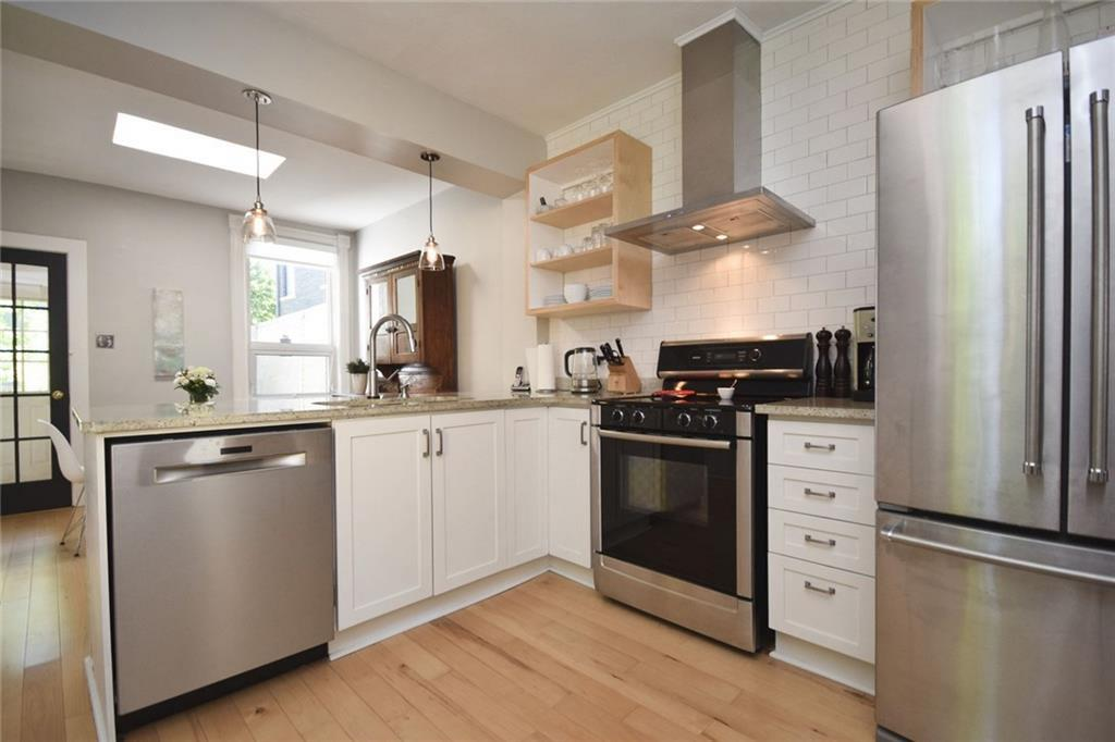 Fifth Avenue kitchen 2 Yvonne Potter Interior Design.jpg
