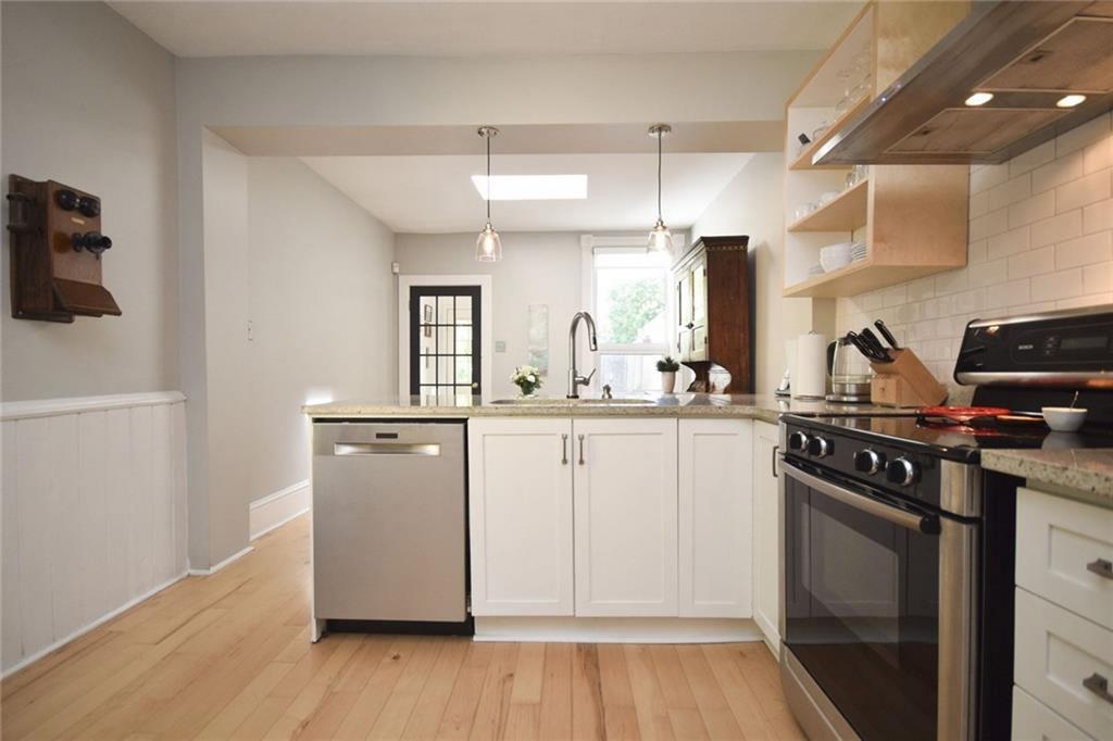 Fifth Avenue kitchen 3 Yvonne Potter Interior Design Ottawa.jpg