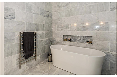 Ensuite : marble tile walls + floor.