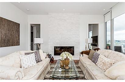 Living Room : symmetrical furniture layout + custom lighting.