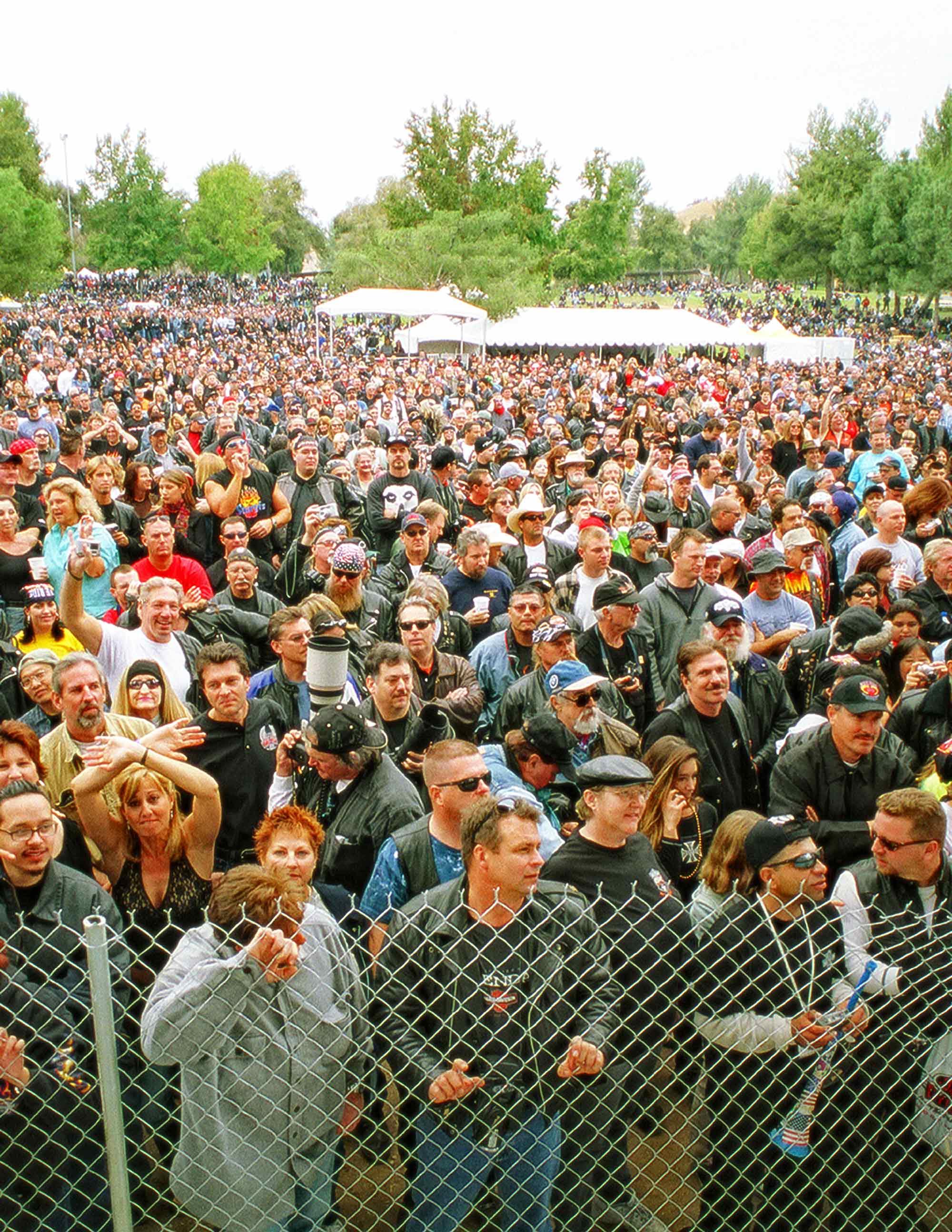 crowd2-2000.jpg