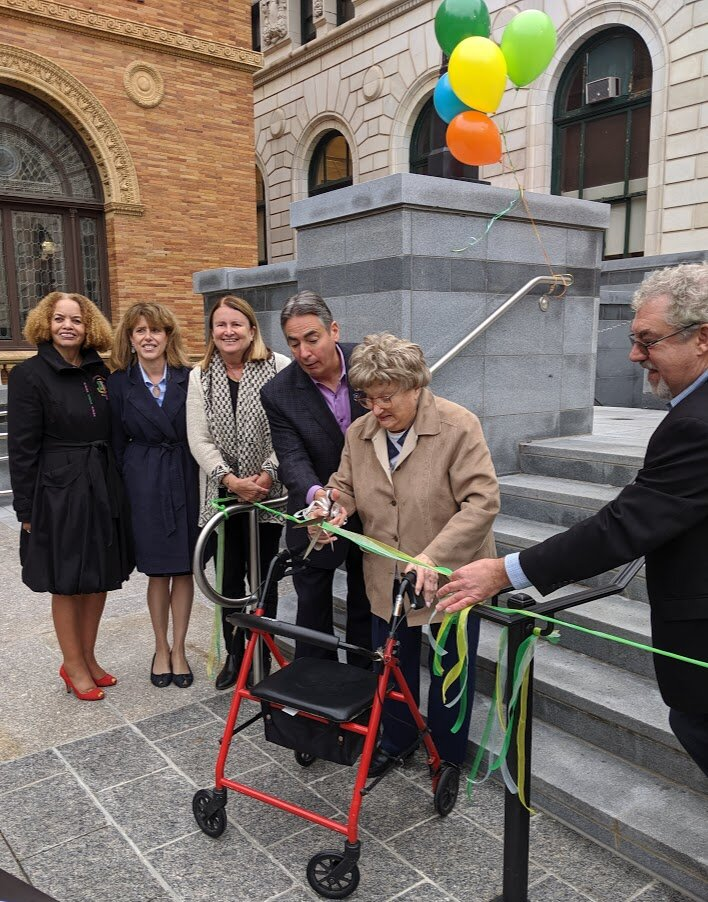 Goldie Clark cutting the ribbon in Springfield.
