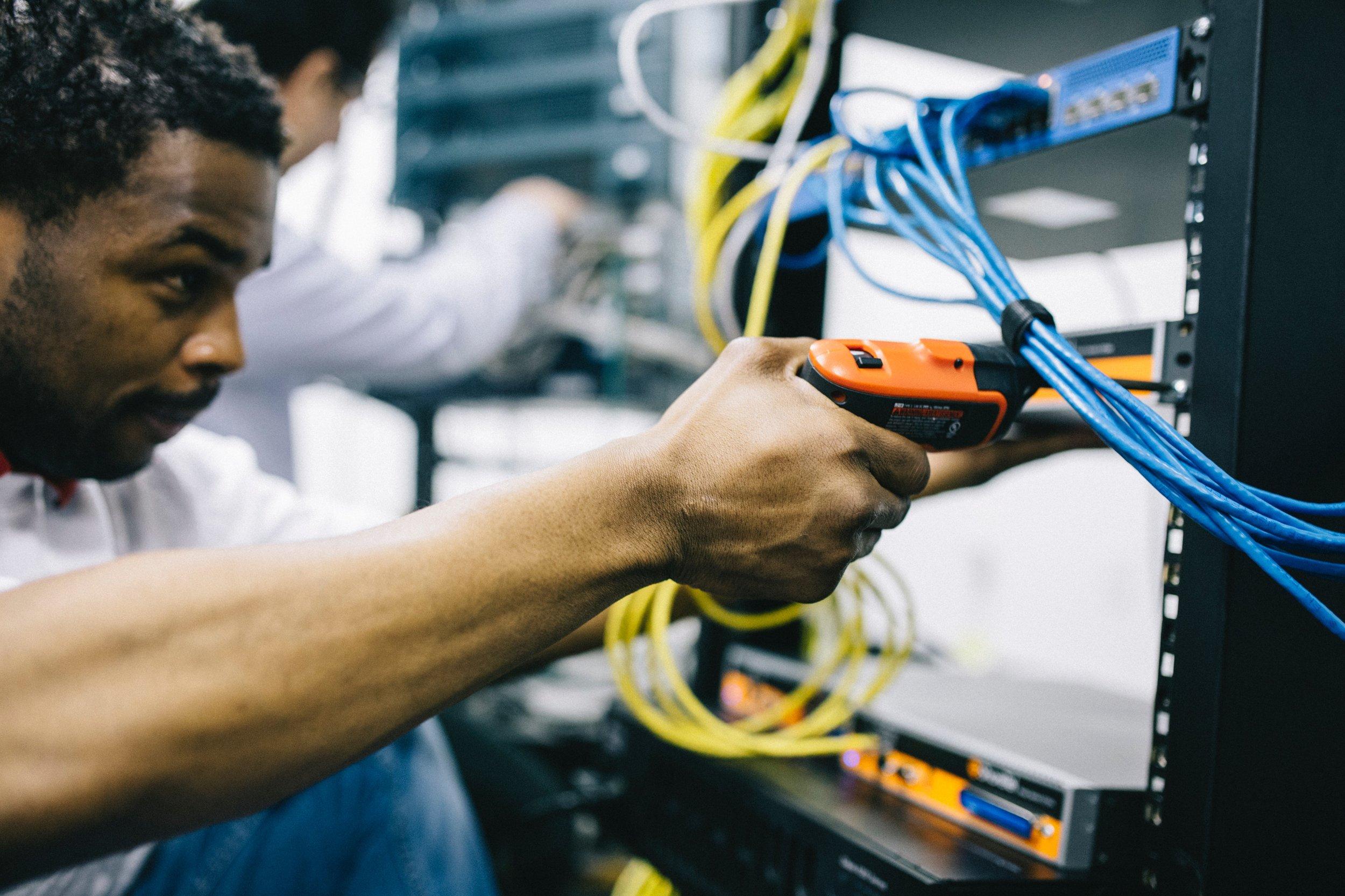 engineer-fiber-fieldengineer-442151.jpg