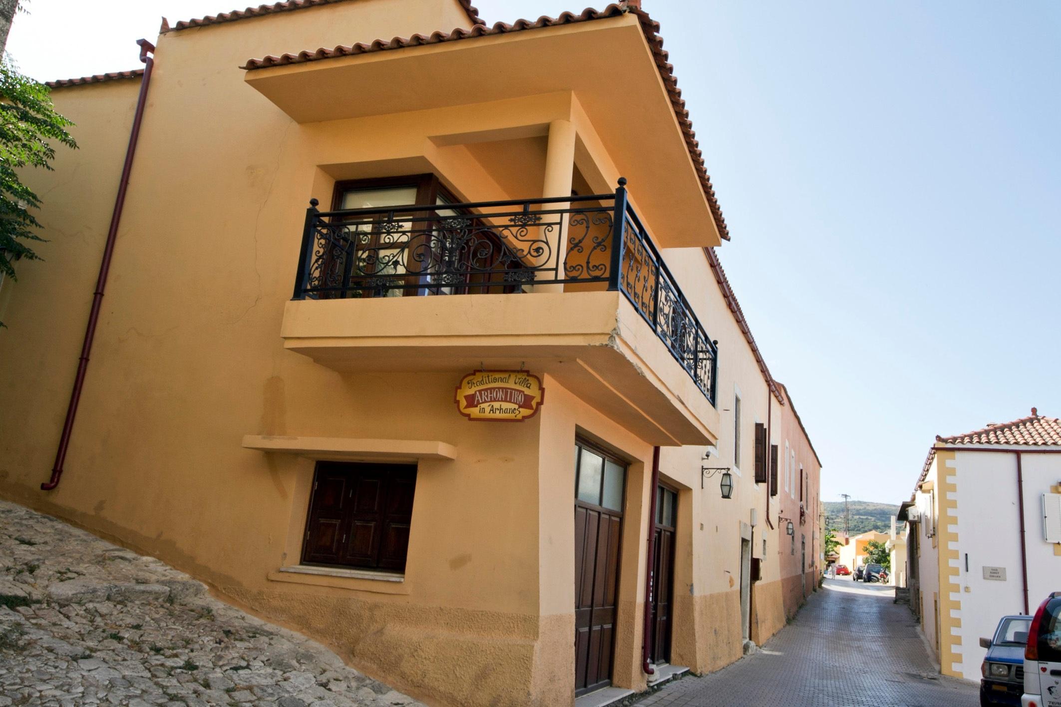 Arhontiko_In_Archanes%2C_Crete%2C_Greece_-_panoramio.jpg