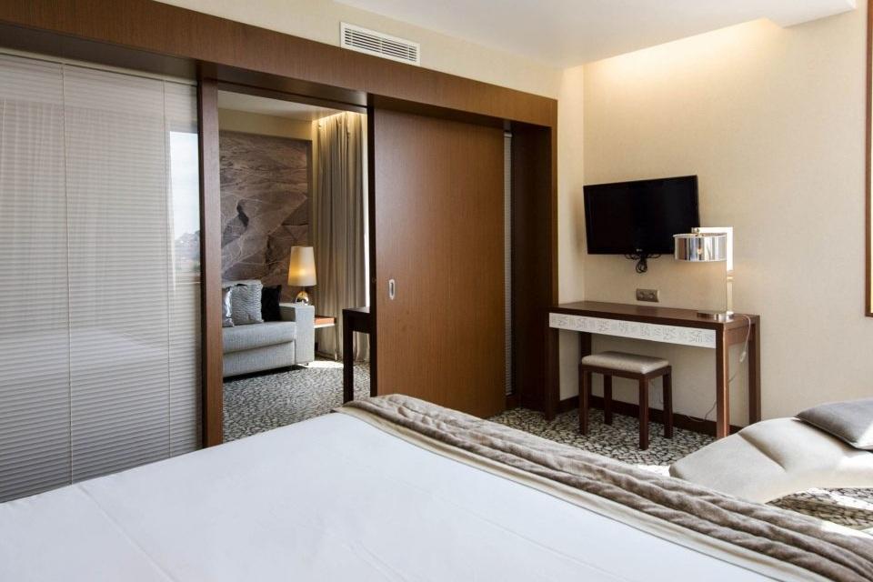 bedroom-suite-condominium-cottage-1373-960x960.jpeg