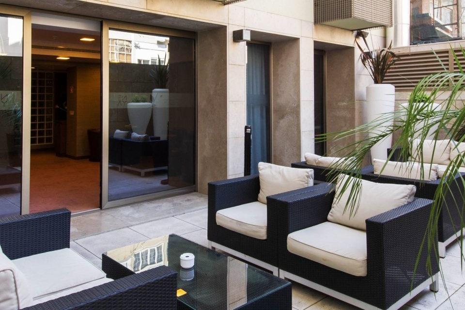 balcony-courtyard-villa-backyard-5-960x960.jpeg