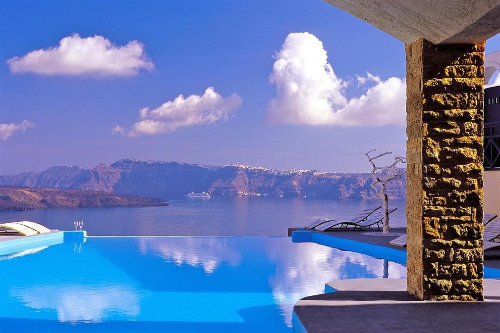Astarte Suite, Greece