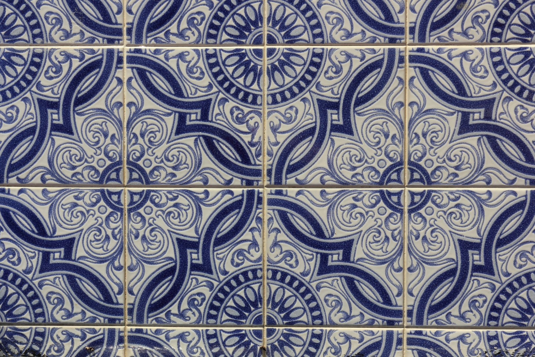 Tiles & Tales - An azulejo workshop & shared tour