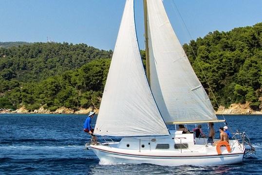 sailing-1544102_640.jpg