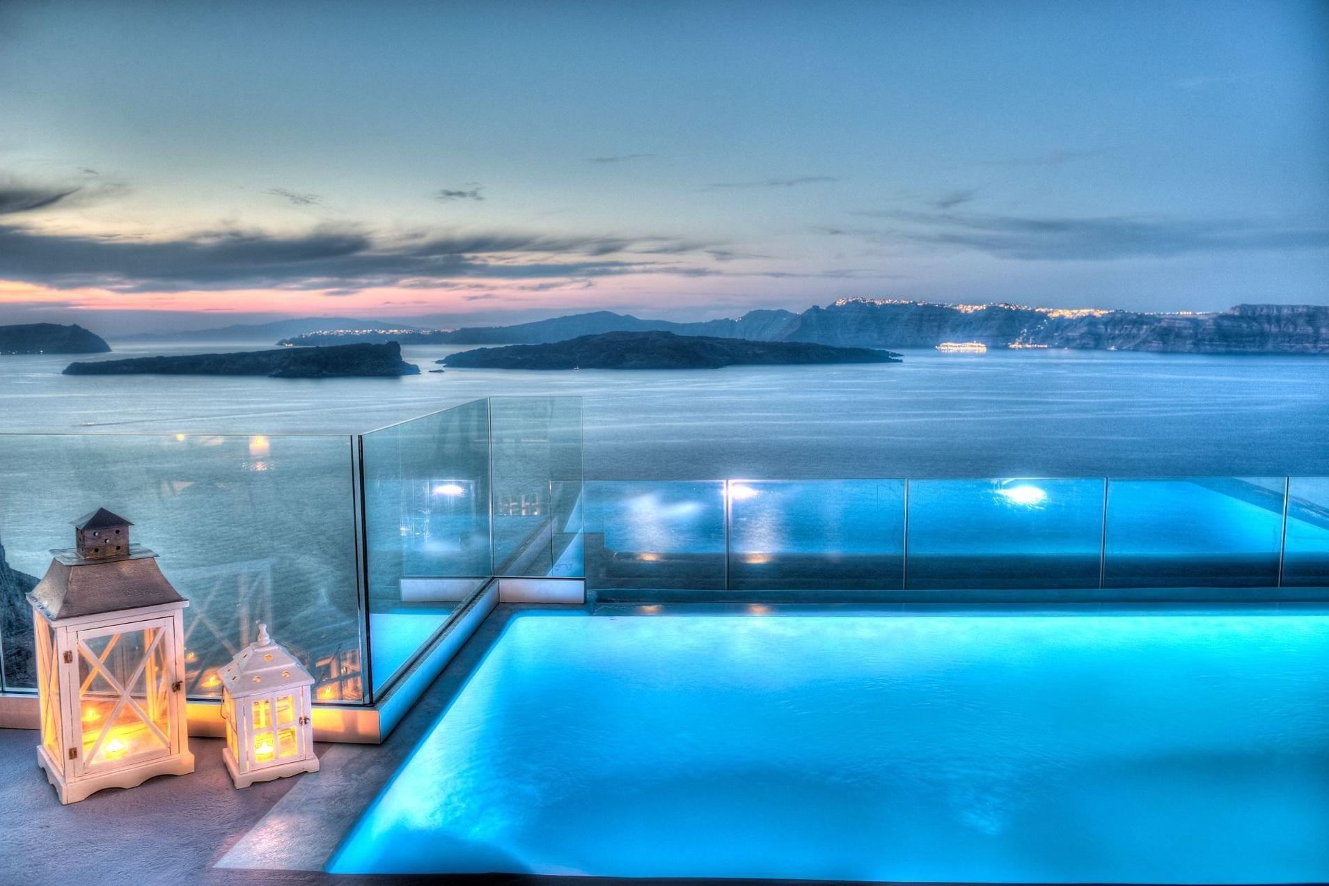 Astarte_Suite_private_infinity_pool_Santorini_A4_at_night.jpg