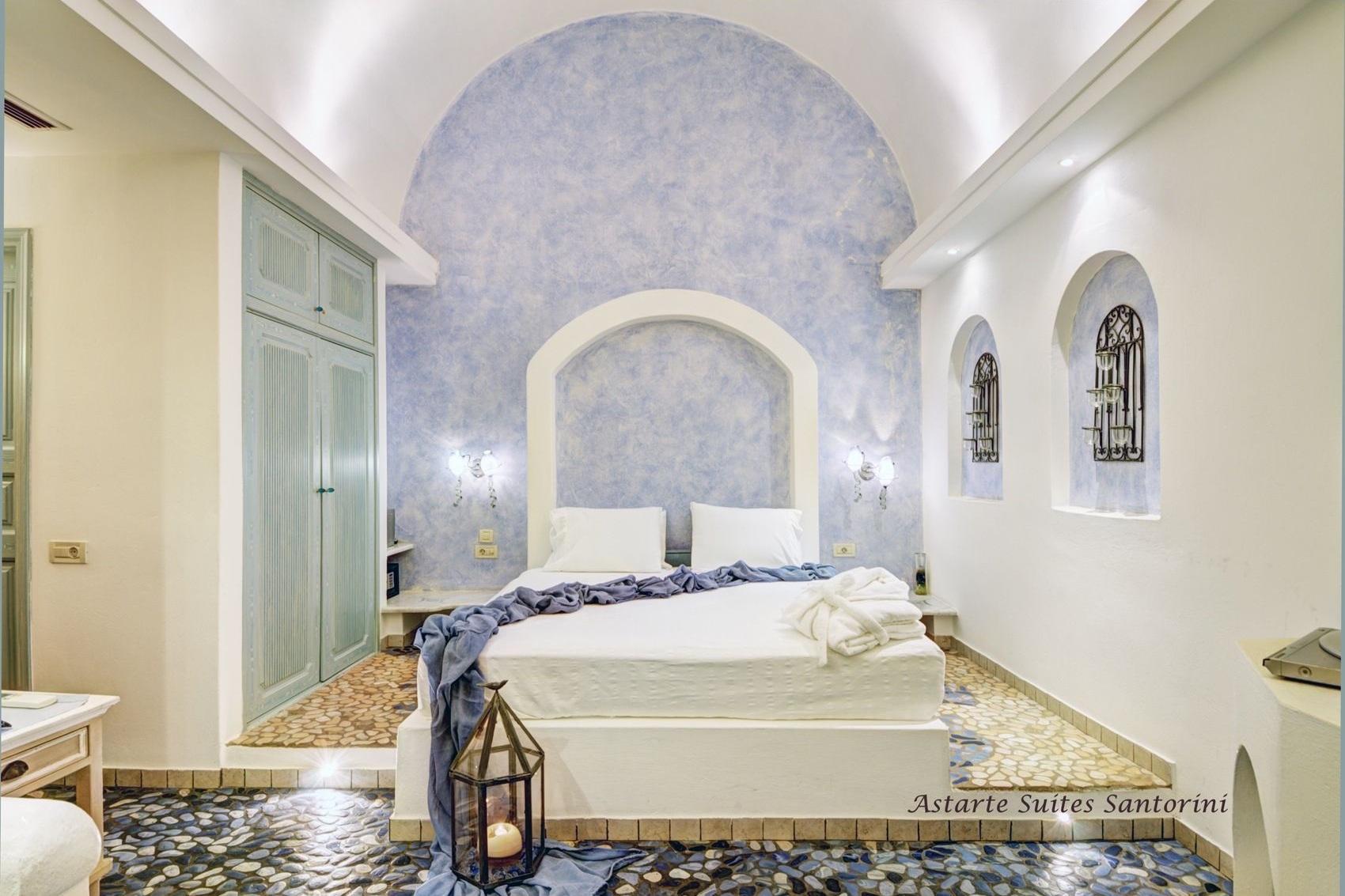 2_Executive_suite_private_open_air_Jacuzzi-_Astarte_Suites_in_Santorini.jpg