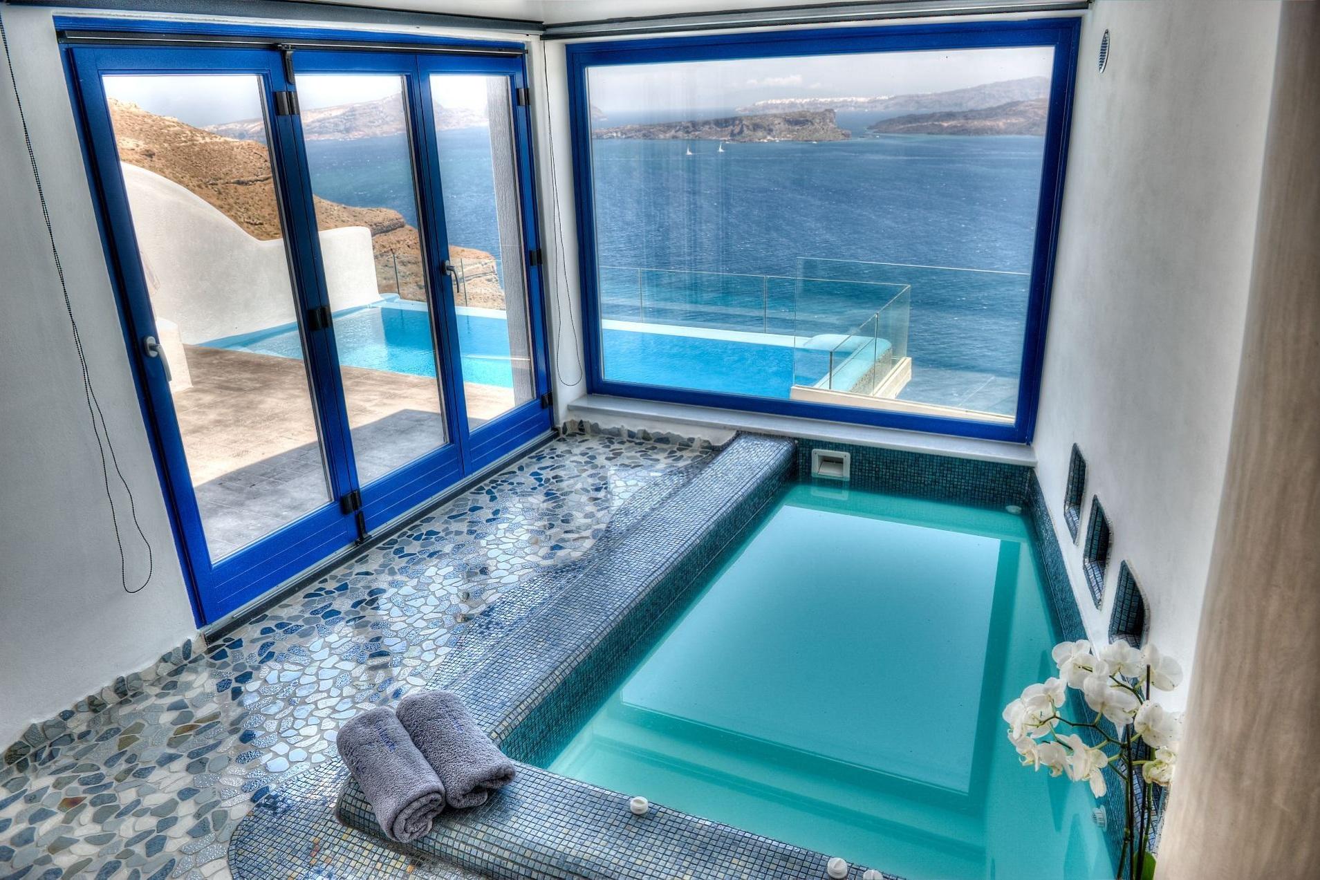 Astarte_Suite_private_infinity_pool_Santorini_A5_-_.jpg