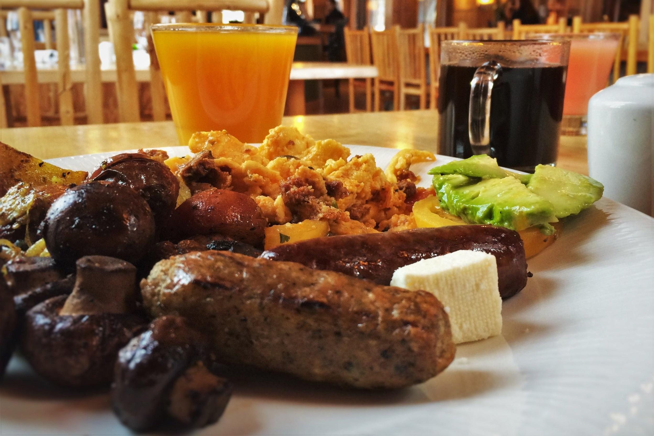 Breakfast-in-Kingfisher-Dining-Room-at-Sleeping-Lady-Resort-Leavenworth-WA-1.jpg