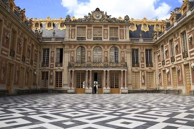 Versailles And Chartres Private Tour 8 Pax Minibus - Discover the stunning palace and gardens of Versailles with your own official guide plus Chartres and its Cathedral