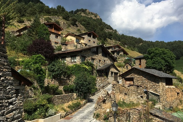 Andorra & France Day Trip - Discover three countries in a day on a full-day tour to Baga, Ax Les Thermes, & Andorra from Barcelona