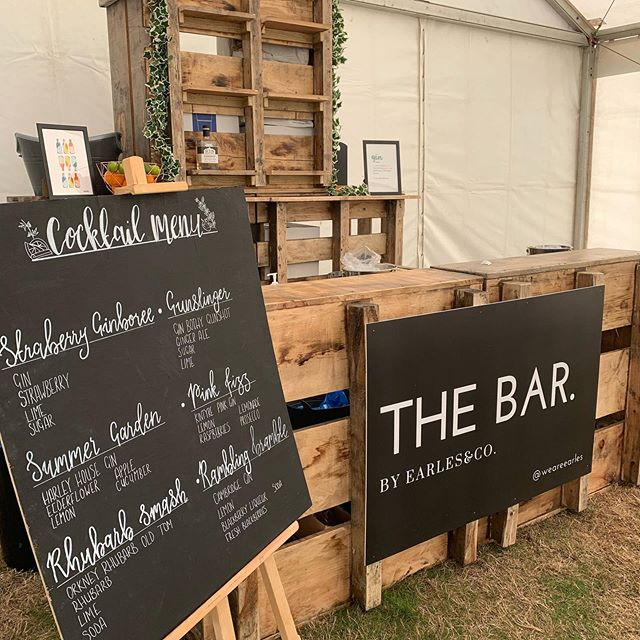 The bar is looking stunning for The Gin Village this weekend at @thehandmadefestival at Hampton Court Palace. Come find us! - - - #ginvillage #gin #bar #village