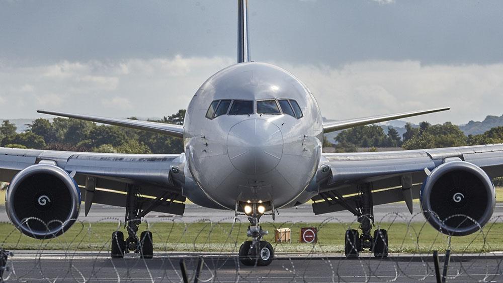 aeroplane-aircraft-airliner-33281.jpg
