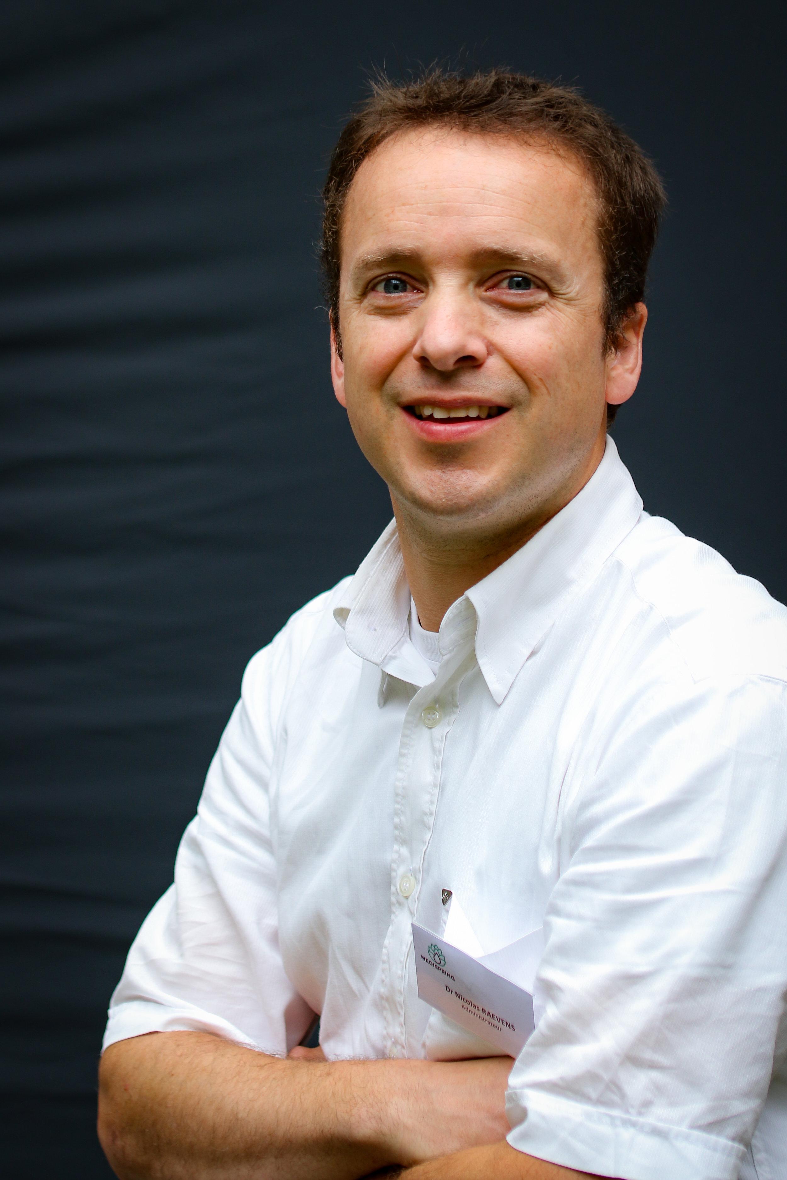 Dr. Nicolas Raevens
