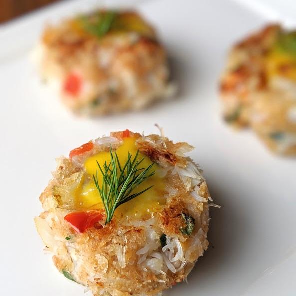 Dungeness-Crab-Cakes-with-Lemon-Aioli.jpg