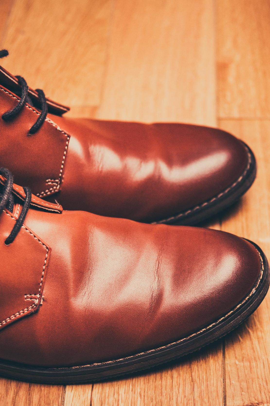 Swing+dance+shoes+on+a+hardwood+dance+floor