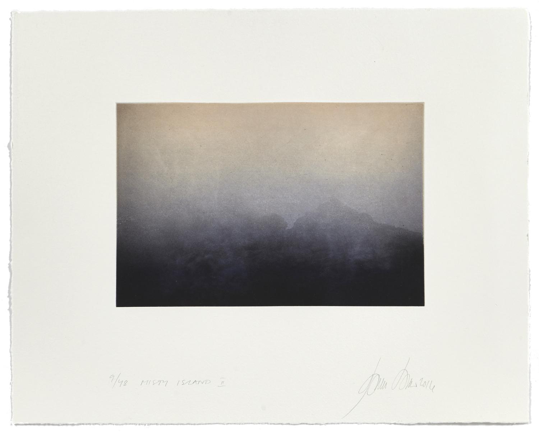 Misty Island II    2016 | 40 x 50 cm | rotogravure et aquatint | 48 prints
