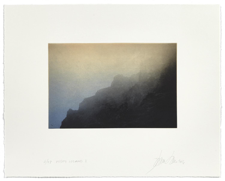 Misty Island V    2016 | 40 x 50 cm | rotogravure et aquatint | 48 prints