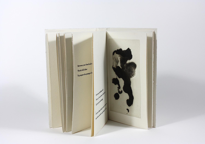 Tes doigts    Text by Hervé De Fontenay and engraving Marc Garneau  2018 | 18 x 11 cm | eau forte and typography | 40 prints | editor Faiseurs d'images