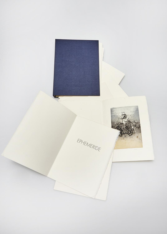 Éphémérides    Texte Albert Baguette et gravure Julius Baltazar  2005 | cm | gravure et typographie | exemplaires | édition Albert Baguette