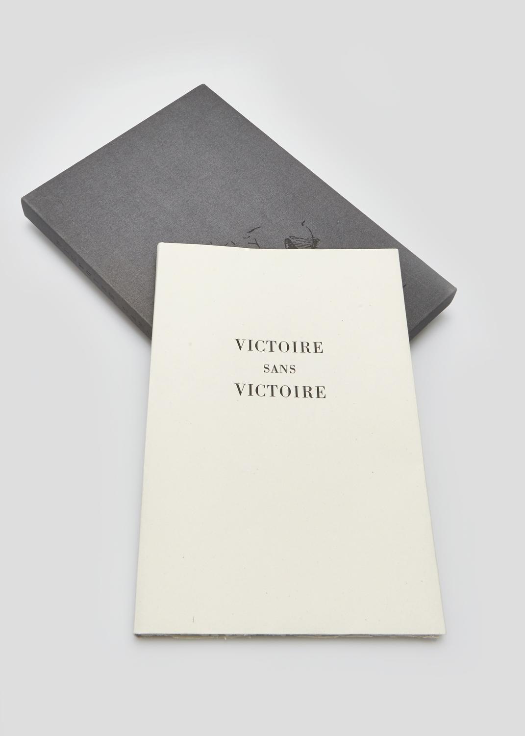 Victoire sans victoire    Text by André Velter and engraving by Alain Bar  1989 | 31 x 21 cm | engraving and typography | 103 prints | editor Ex-Libris