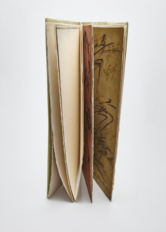 Le corps de l'alphabet    Texte Alain Bosquet et gravure Julius Baltazar  1978 | 51 x 33 cm | eau forte et typographie | 50 exemplaires | édition Le Verbe et l'Empreinte
