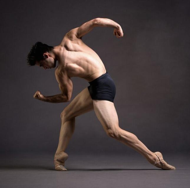ARIEL BREITMAN PHOTOGRAPHED BY SOLO DANCER AND PRO PHOTOGRAPHER     FRANCISCO ESTEVEZ   .