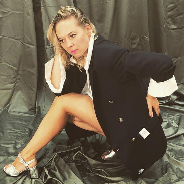 Dressed to get you impressed  Shooting photo 🌊 : @maisondoris  Assistant stylist : @mathis.lvr Makeup : @iamanonmua #suitmeup #fashionandfame #silvershoes #whiteshirtlove #wethairstyle #musicandfashion #maisondoris #madeinfrance #madewithlove❤ #poser😎 #strikeapose📸 #proudwomen #dressuplove #swedishandfrench #singerandfashion