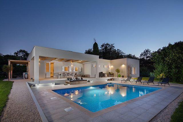 Manchmal ist es mit einem Buchstaben schon getan: Die Villa E ist neu bei uns im Programm und eignet sich ideal für diejenigen, die schon für 2020 suchen. #crovillas #istrien #urlaub #urlaub2018 #kroatienliebe #kroatien2019 #urlaubsreif #holiday #croatia #luxurylifestyle #villa #pula #istria #croatialove #croatian #pool #adriatic #timeoutcroatia #luxurylife #croatiafulloflife #crovillas #urlaubsreif